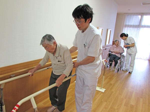 特別養護老人ホームなでしこ《歩行訓練業務》