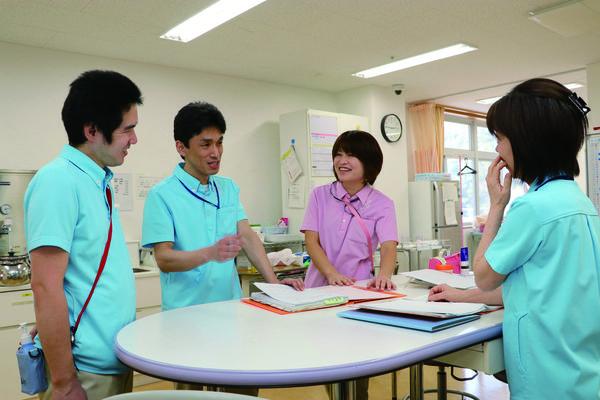 介護老人保健施設エスペラル摂津(常勤)の介護福祉士求人